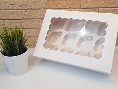 Упаковка с окном для 12-капкейков
