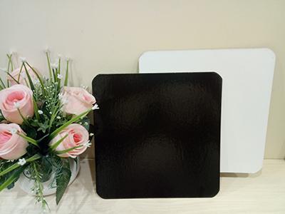 Подложка ламинированная 230*230 мм. квадратная ч/б