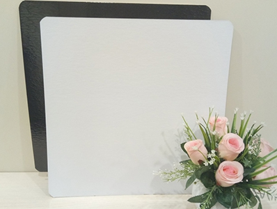 Подложка квадратная, толщиной 3,2 мм,ламинированная, 390*390 мм. ч/б.